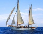 velero de madera navegando